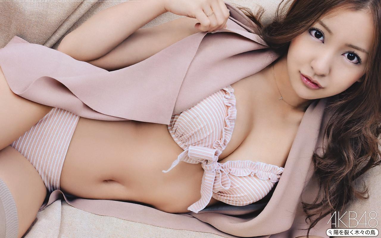 「板野友美 胸」の画像検索結果